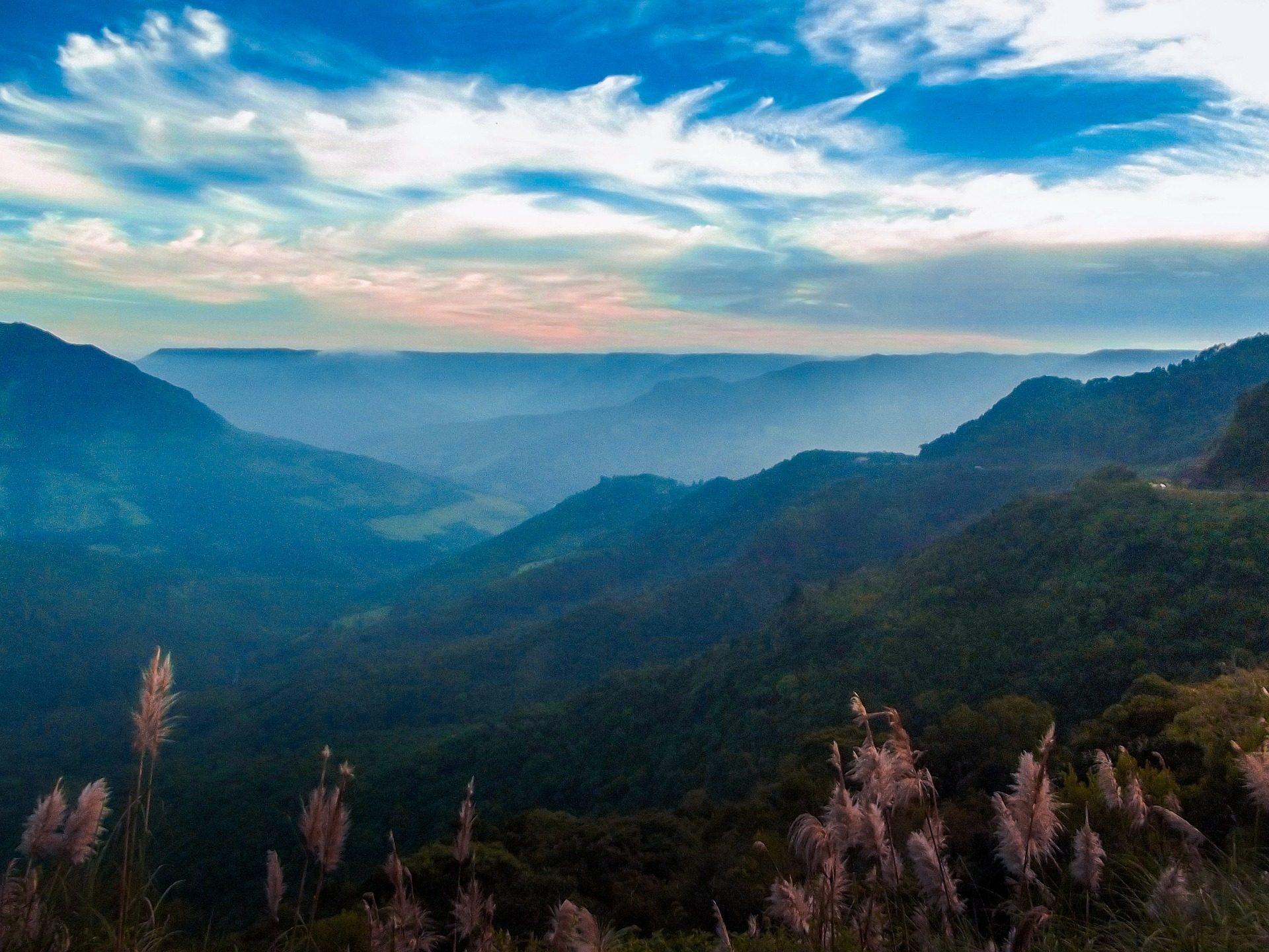 Montañas, foresta, vegetazione, nebbia, Cielo, nuvole - Sfondi HD - Professor-falken.com