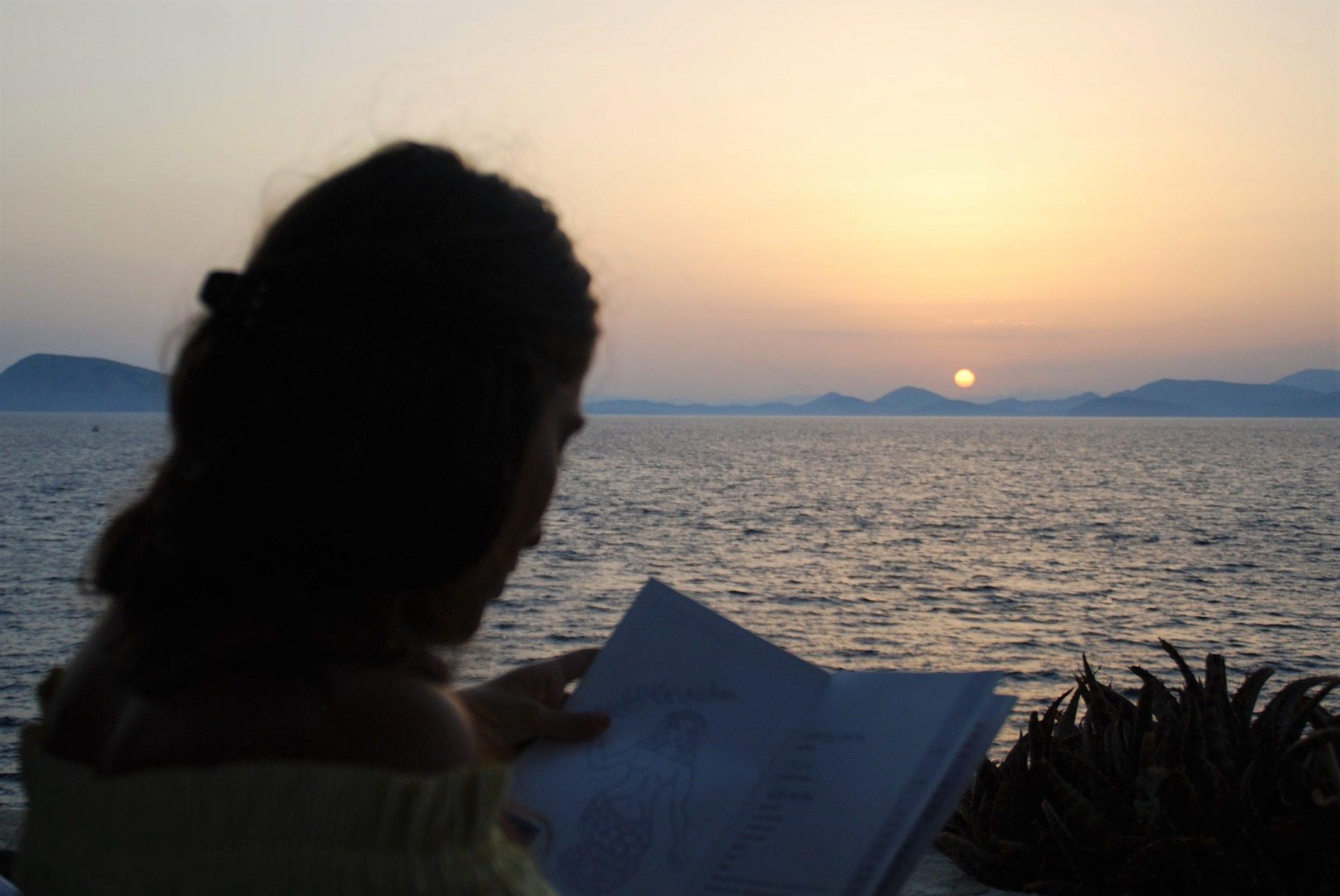 امرأة, كتاب, قراءة, غروب الشمس, البحر, الأفق - خلفيات عالية الدقة - أستاذ falken.com