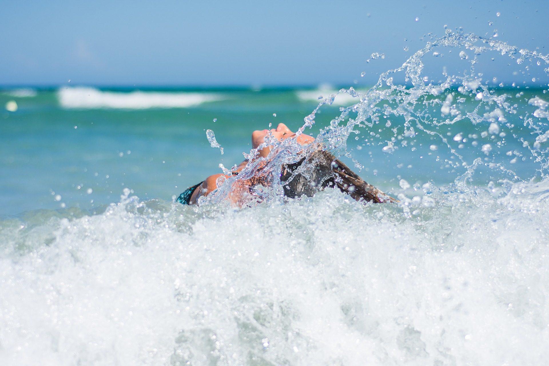 女性, ビーチ, バスルーム, 波, スプラッシュ, 海 - HD の壁紙 - 教授-falken.com