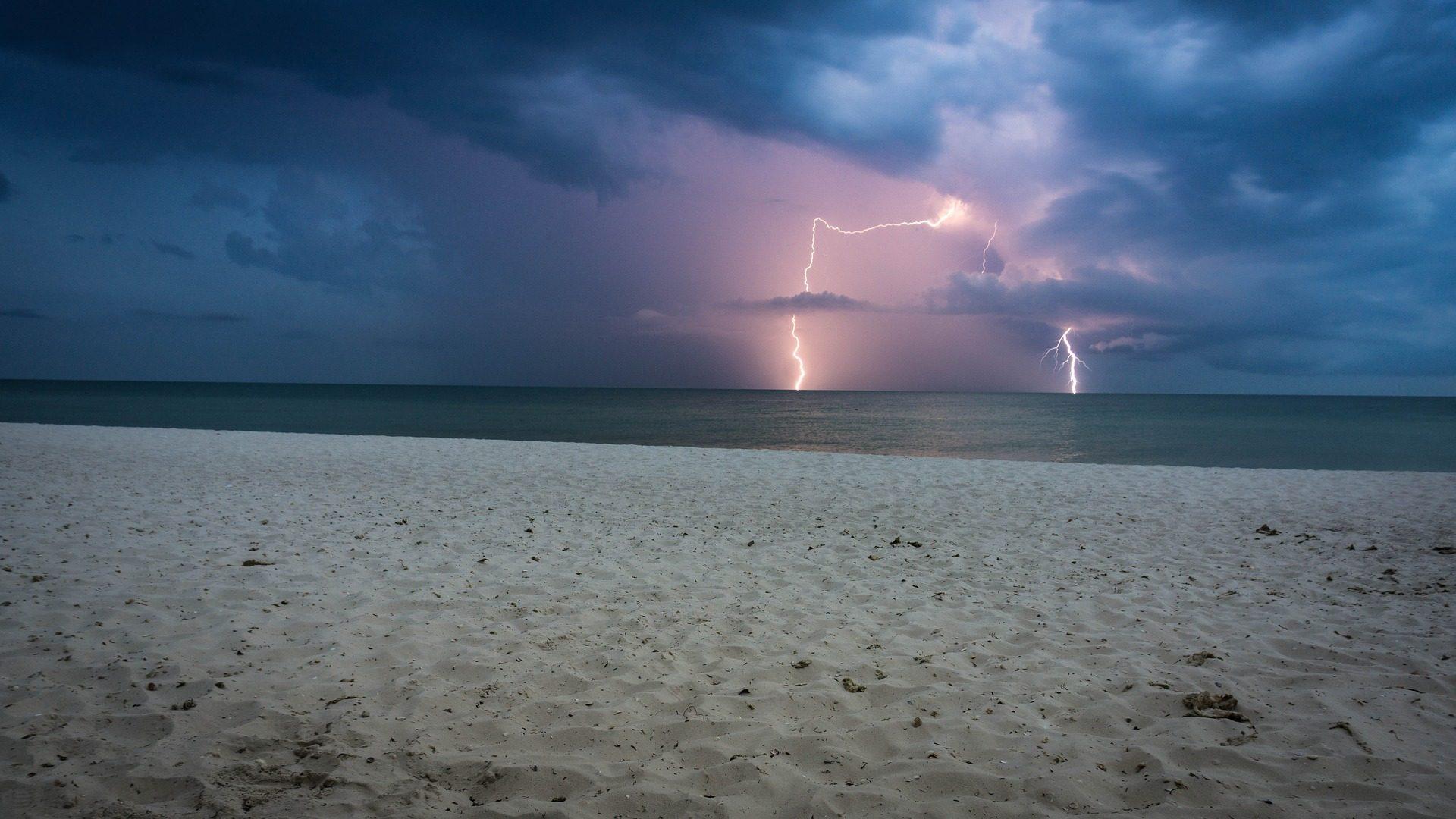 playa, arena, tormenta, nublado, rayos, mar - Fondos de Pantalla HD - professor-falken.com