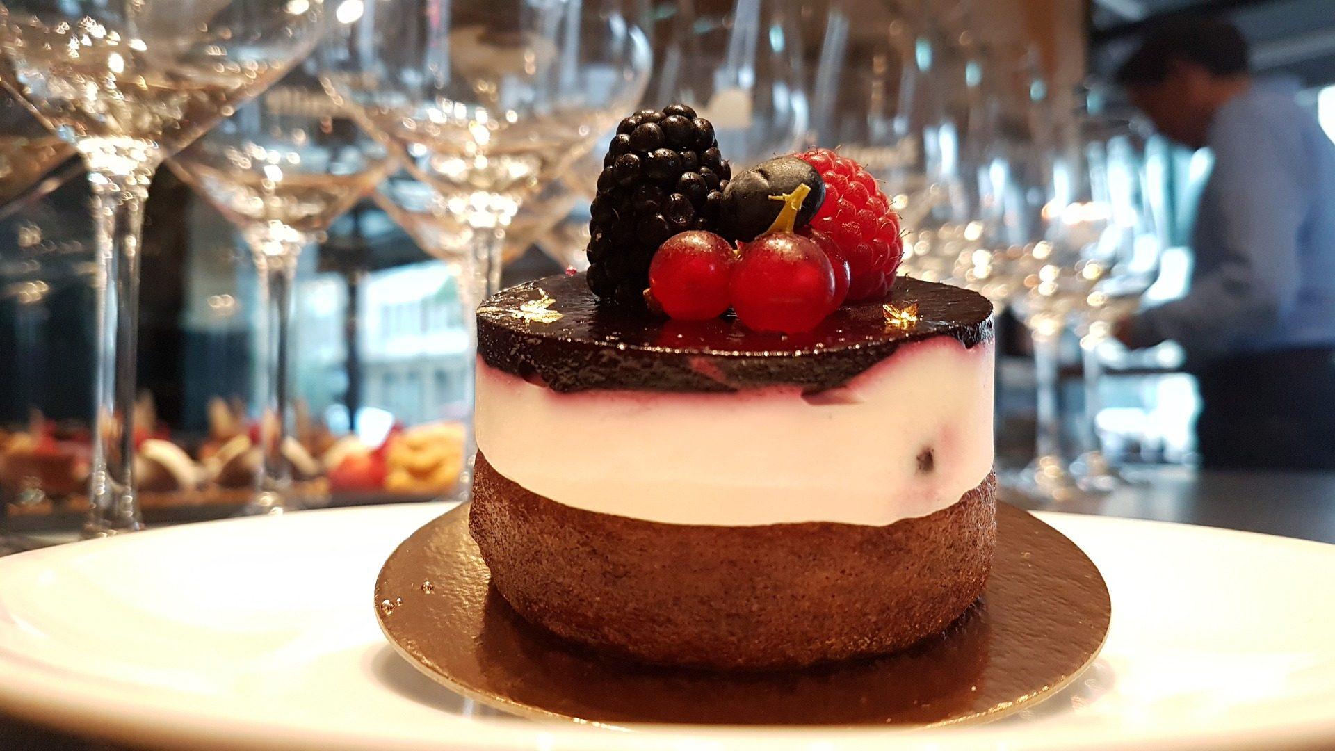 tarta, торт, сладкий, кондитерские изделия, десерт, Ежевика, ягоды - Обои HD - Профессор falken.com