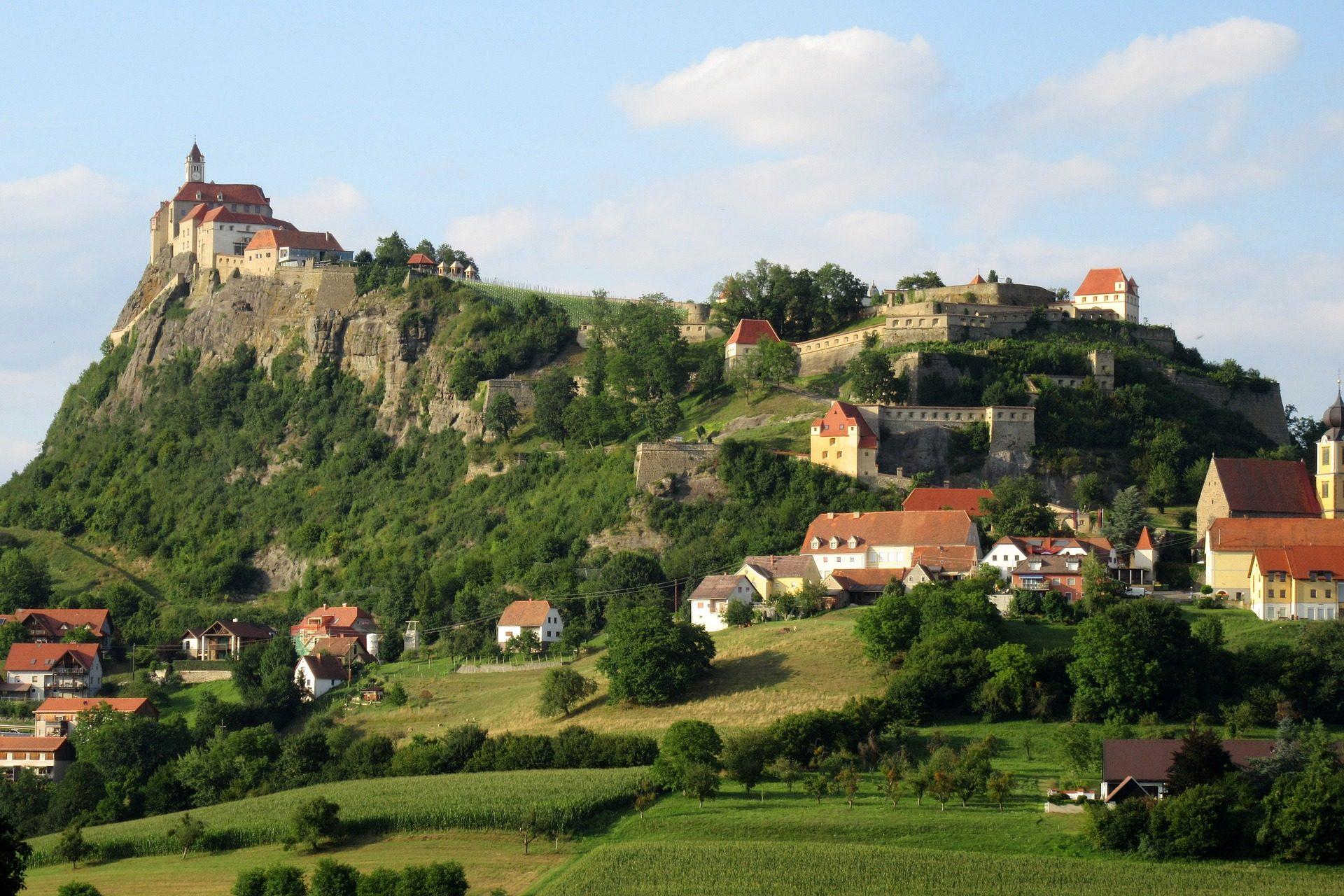 Village, village, Château, Montagne, Vegetación, Güssing - Fonds d'écran HD - Professor-falken.com