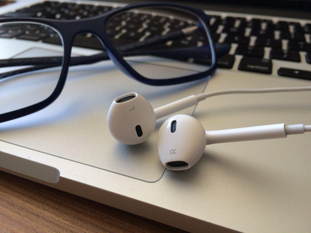 auriculares, gafas, portátil, teclado, touchpad, podcast, 1803191306