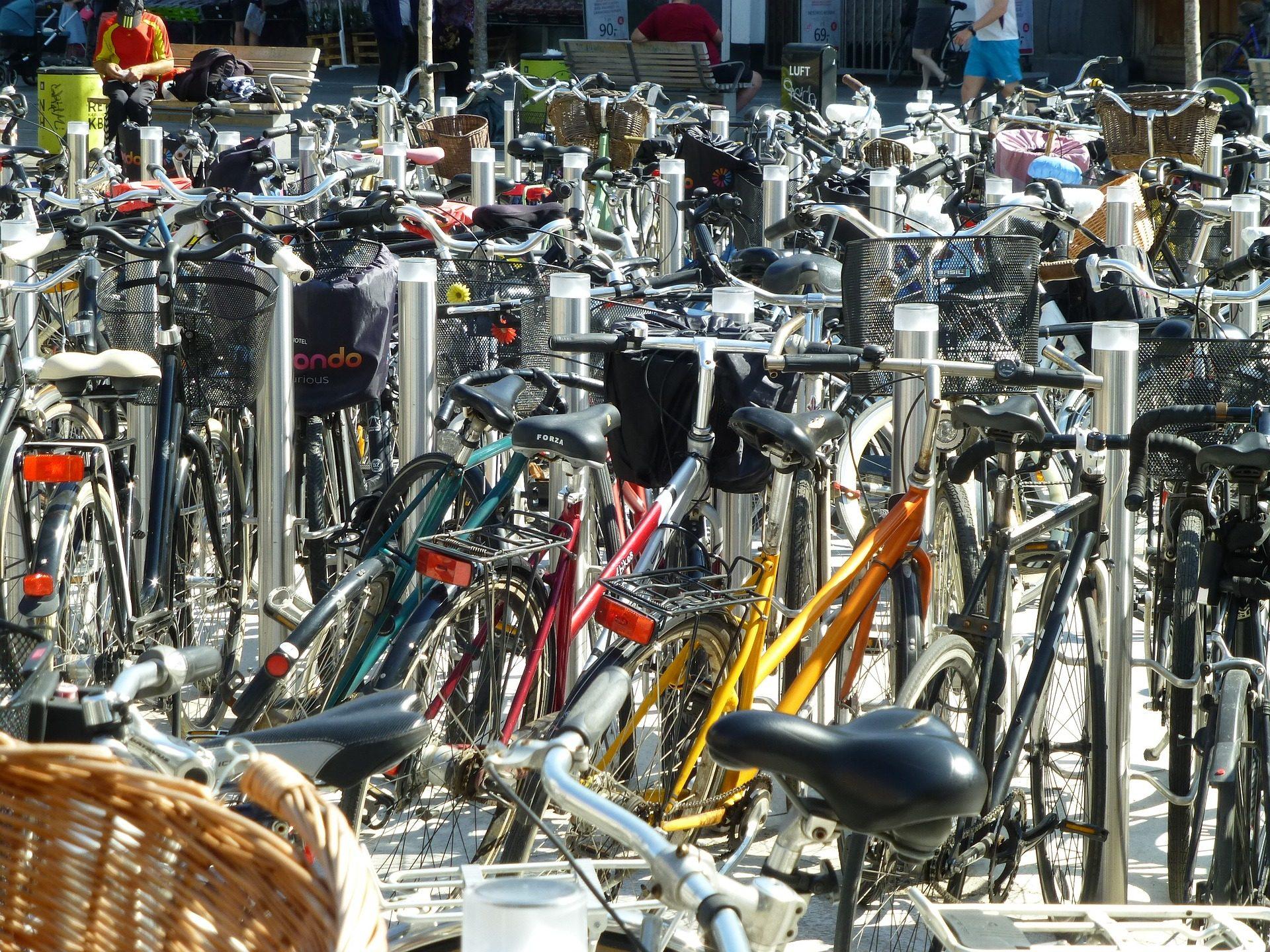 biciclette, Parcheggio, quantità, agglomerazione, metallo - Sfondi HD - Professor-falken.com