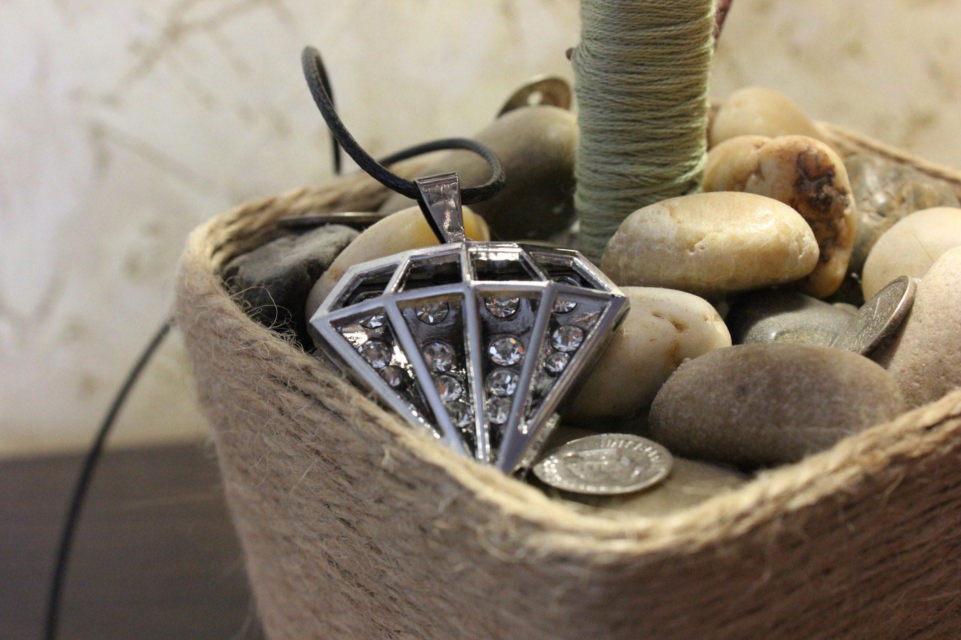 Ожерелье, Бриллианты, Жемчужина, горшок, камни, монеты, Плетеные - Обои HD - Профессор falken.com