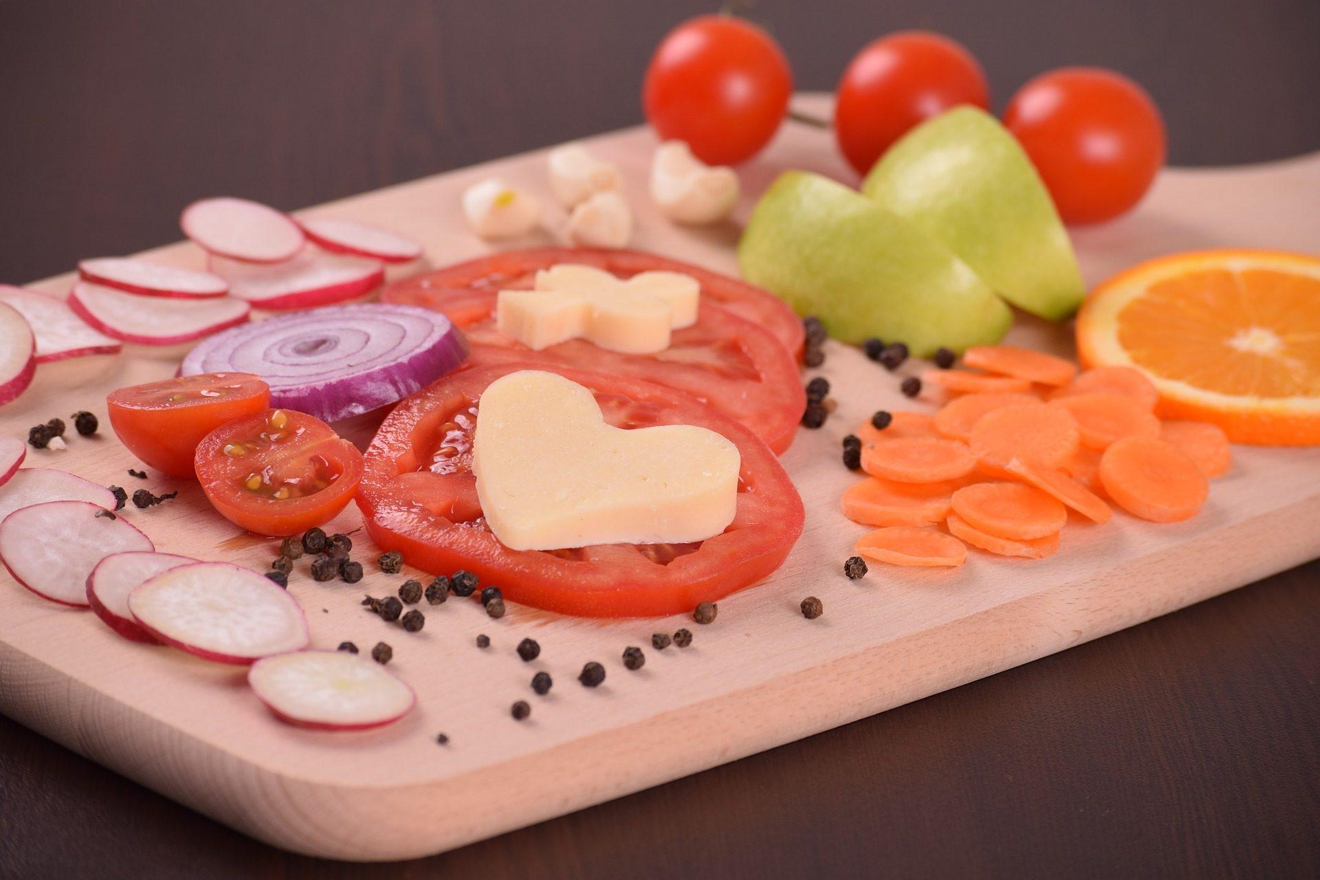 サラダ, 野菜, フルーツ, トマト, タマネギ, ニンジン, オレンジ - HD の壁紙 - 教授-falken.com