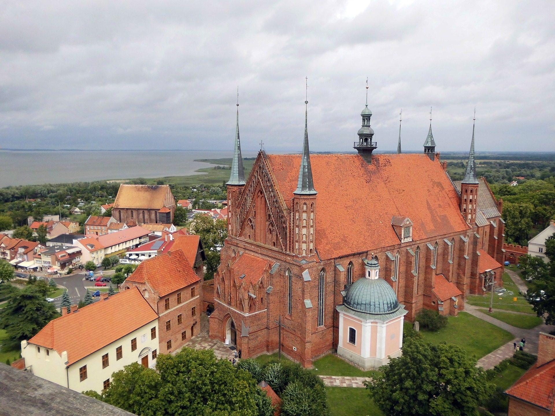 iglesia, catedral, pueblo, nubes, mrs burguer - Fondos de Pantalla HD - professor-falken.com