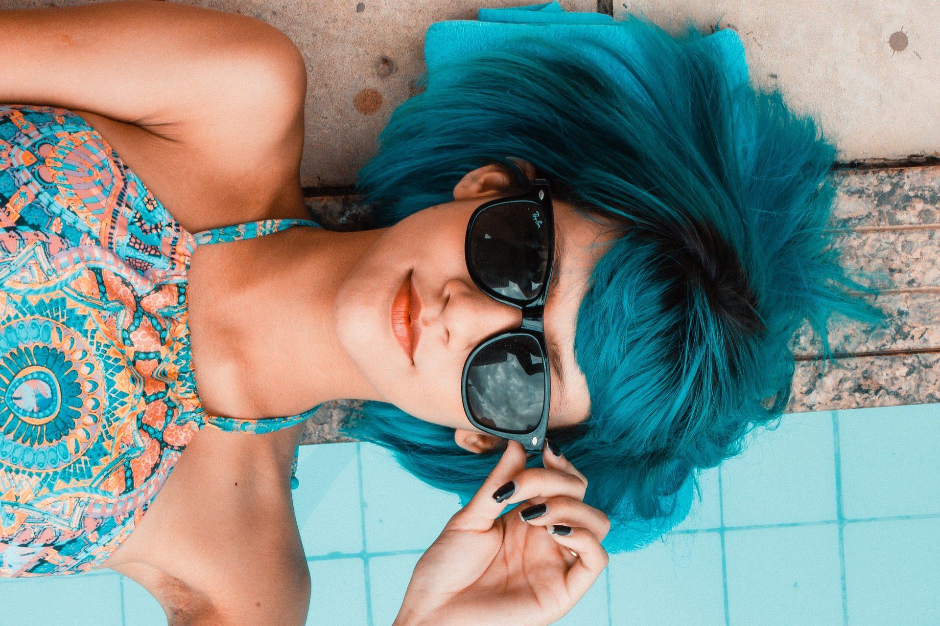 mujer, pelo, azul, gafas, vestido - Fondos de Pantalla HD - professor-falken.com