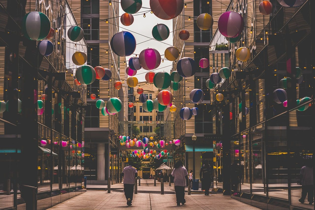 pelotas, шарики, украшения, Улица, Город, красочные - Обои HD - Профессор falken.com