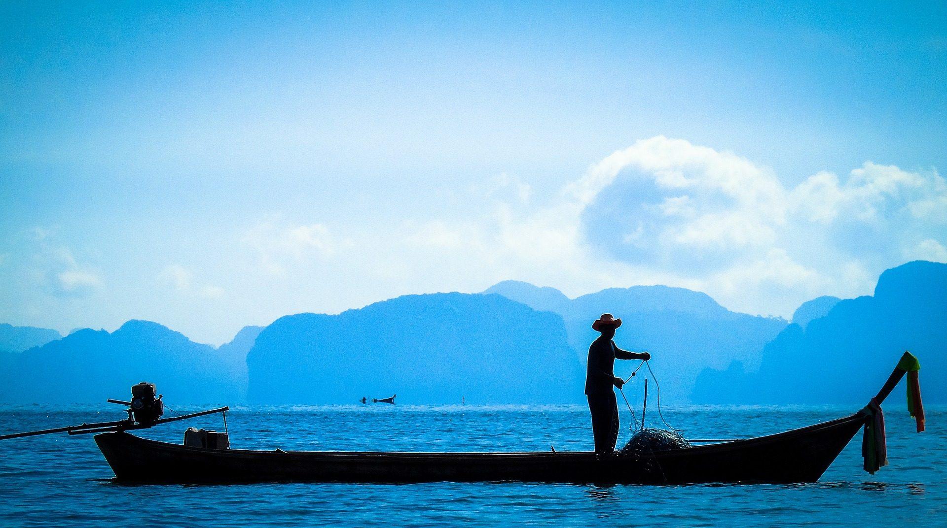 Fischer, Mann, Barca, Montañas, Meer, Silhouette - Wallpaper HD - Prof.-falken.com