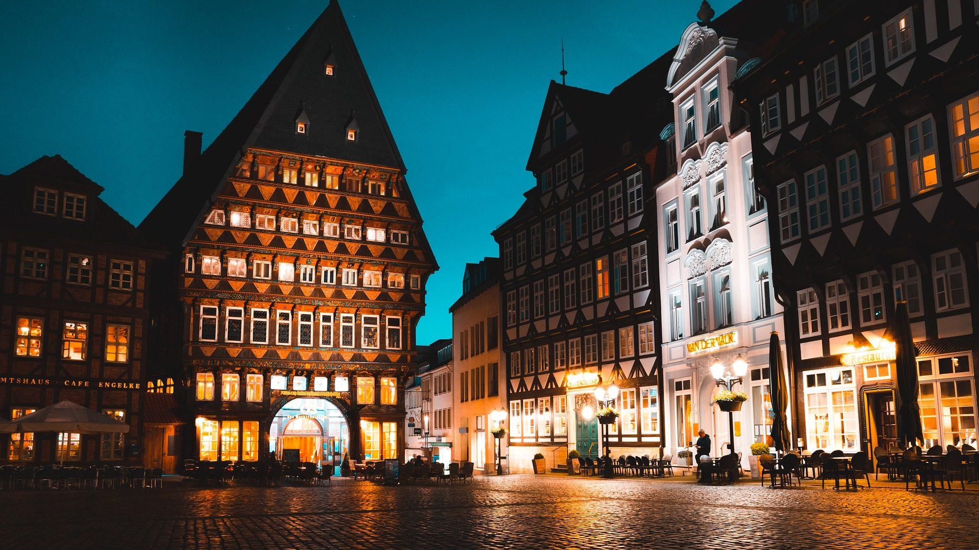 Ville, bâtiments, nuit, lumières, Hildesheim, Allemagne - Fonds d'écran HD - Professor-falken.com