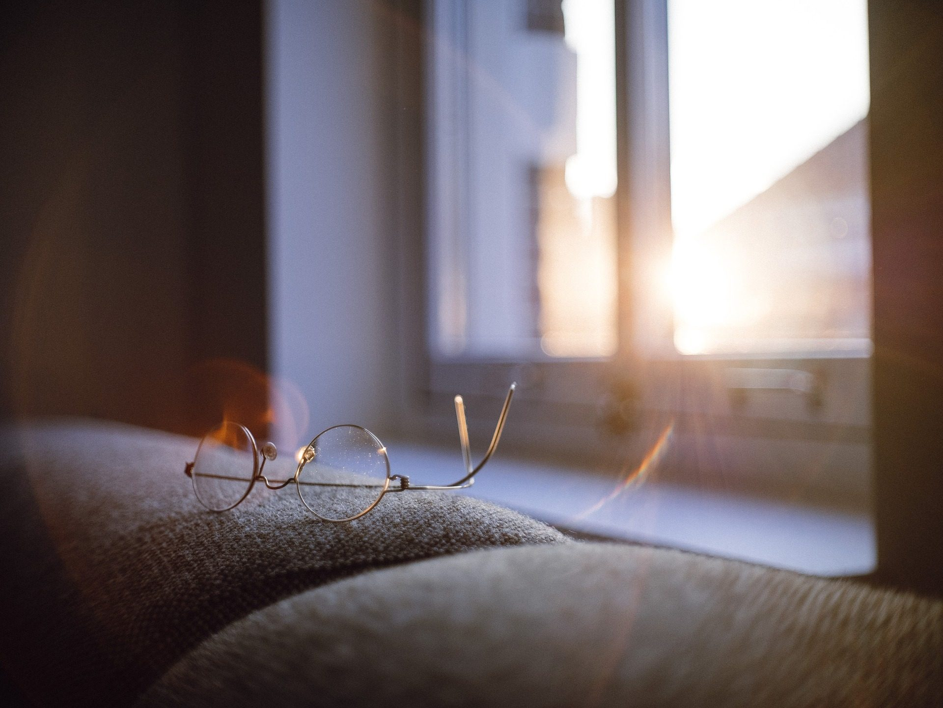 Sonnenbrille, Sofa, Fenster, Dawn, Sonne - Wallpaper HD - Prof.-falken.com