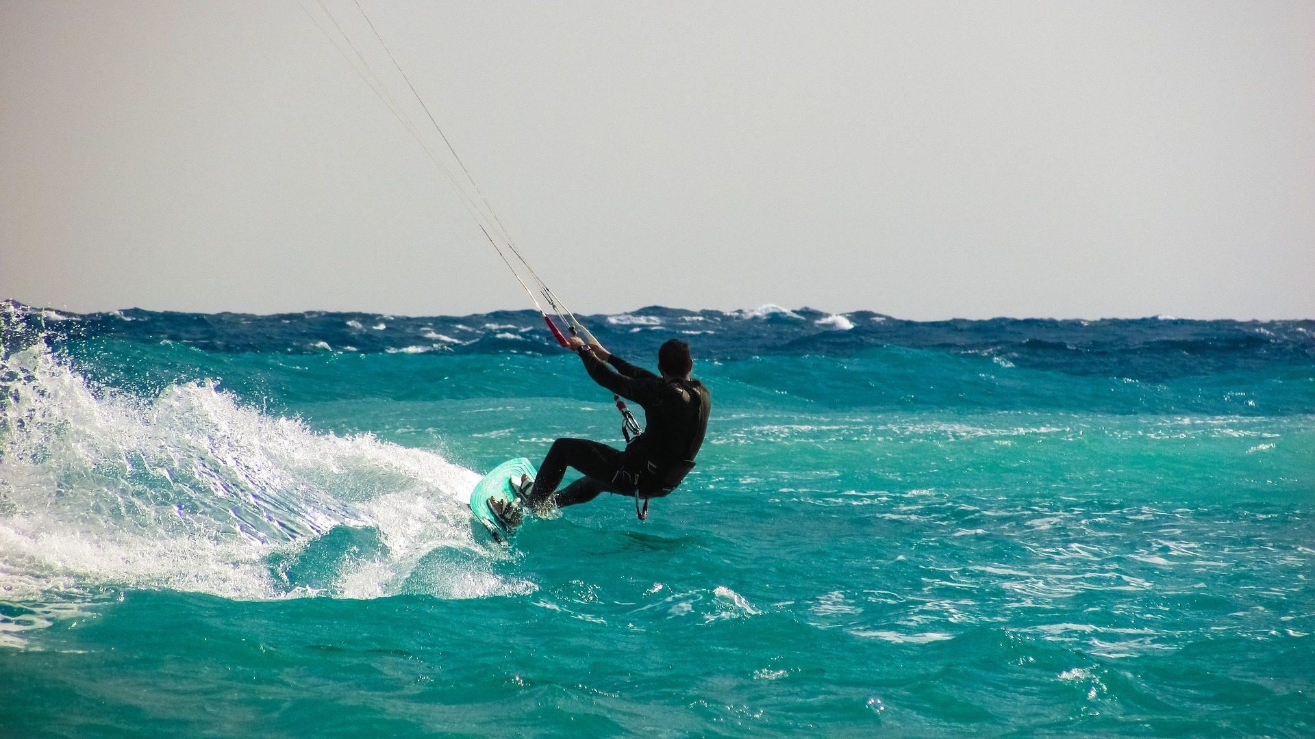 kite surfing, κύματα, Θάλασσα, Πίνακας, ο άνθρωπος, κινδύνου - Wallpapers HD - Professor-falken.com