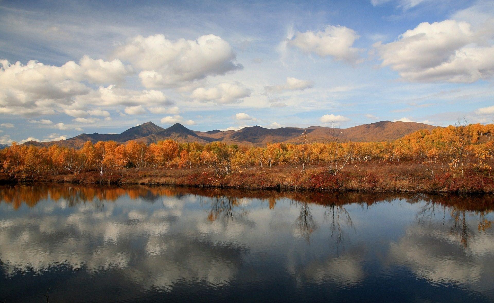Montagna, alberi, riflessione, Cielo, nuvole, autunno - Sfondi HD - Professor-falken.com