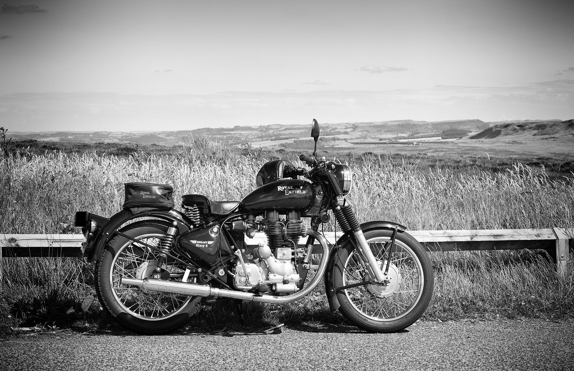 motocicleta, moto, guardarraíl, camino, en blanco y negro - Fondos de Pantalla HD - professor-falken.com
