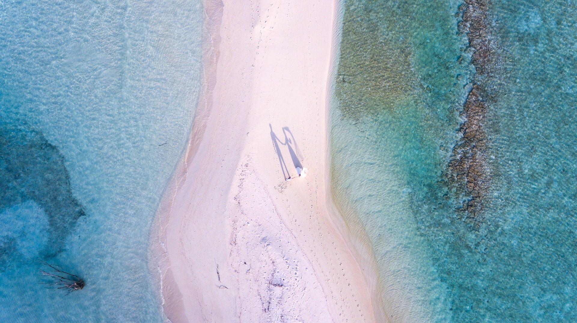 Παραλία, νερό, Τυρκουάζ, Άμμος, ζευγάρι, νύφη και το γαμπρό - Wallpapers HD - Professor-falken.com