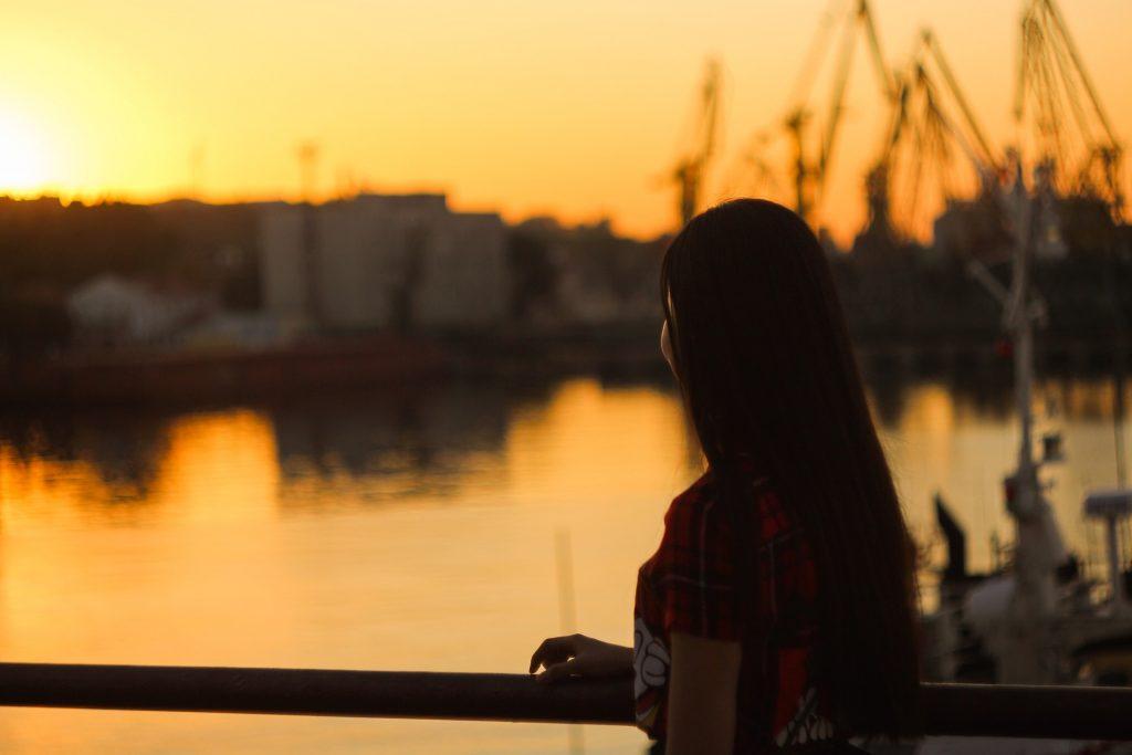 puerto, mujer, atardecer, barcos, agua, silueta, 1804230846