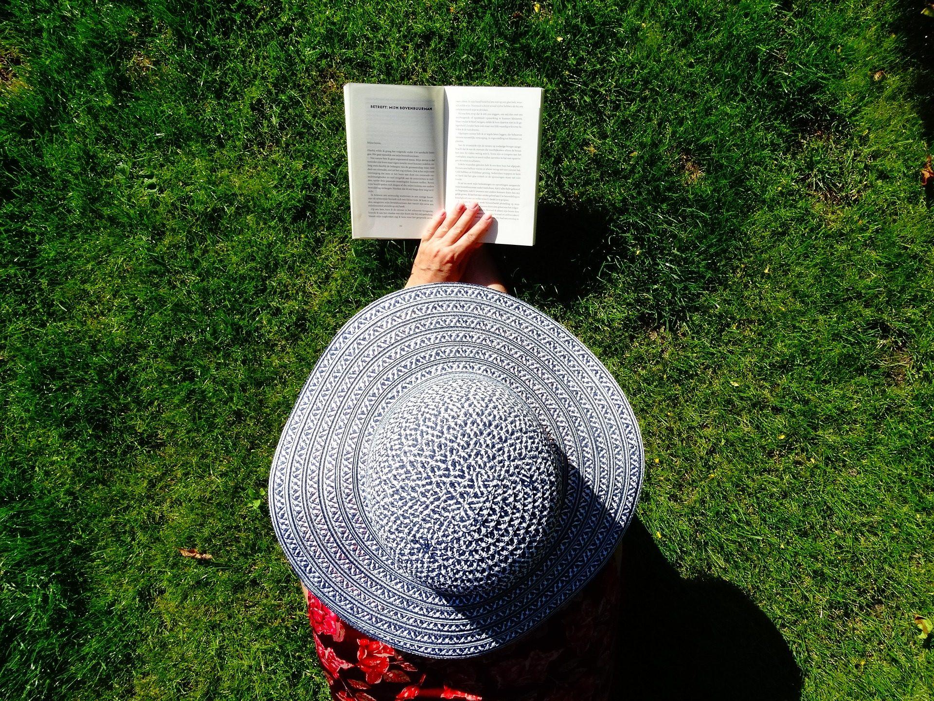 Cappello, donna, lettura, Libro, Jardín, rilassarsi - Sfondi HD - Professor-falken.com