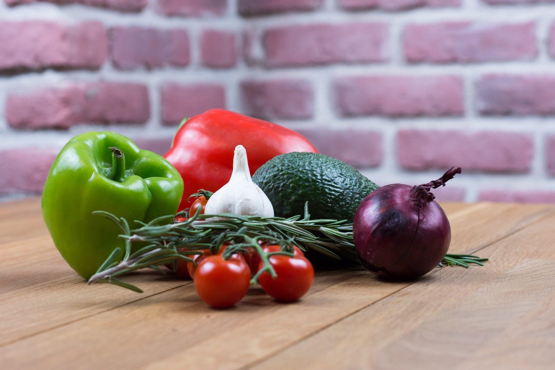 verduras, vegetales, pimiento, aguacate, cebolla, tomates - Fondos de Pantalla HD - professor-falken.com