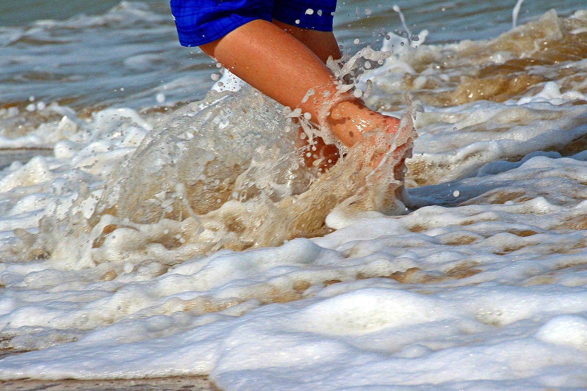 eau, vagues, rive, Plage, jambes, mousse - Fonds d'écran HD - Professor-falken.com