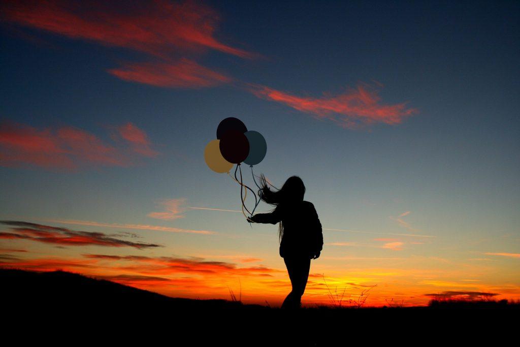 atardecer, niña, silueta, globos, viento, nubes, 1805102347