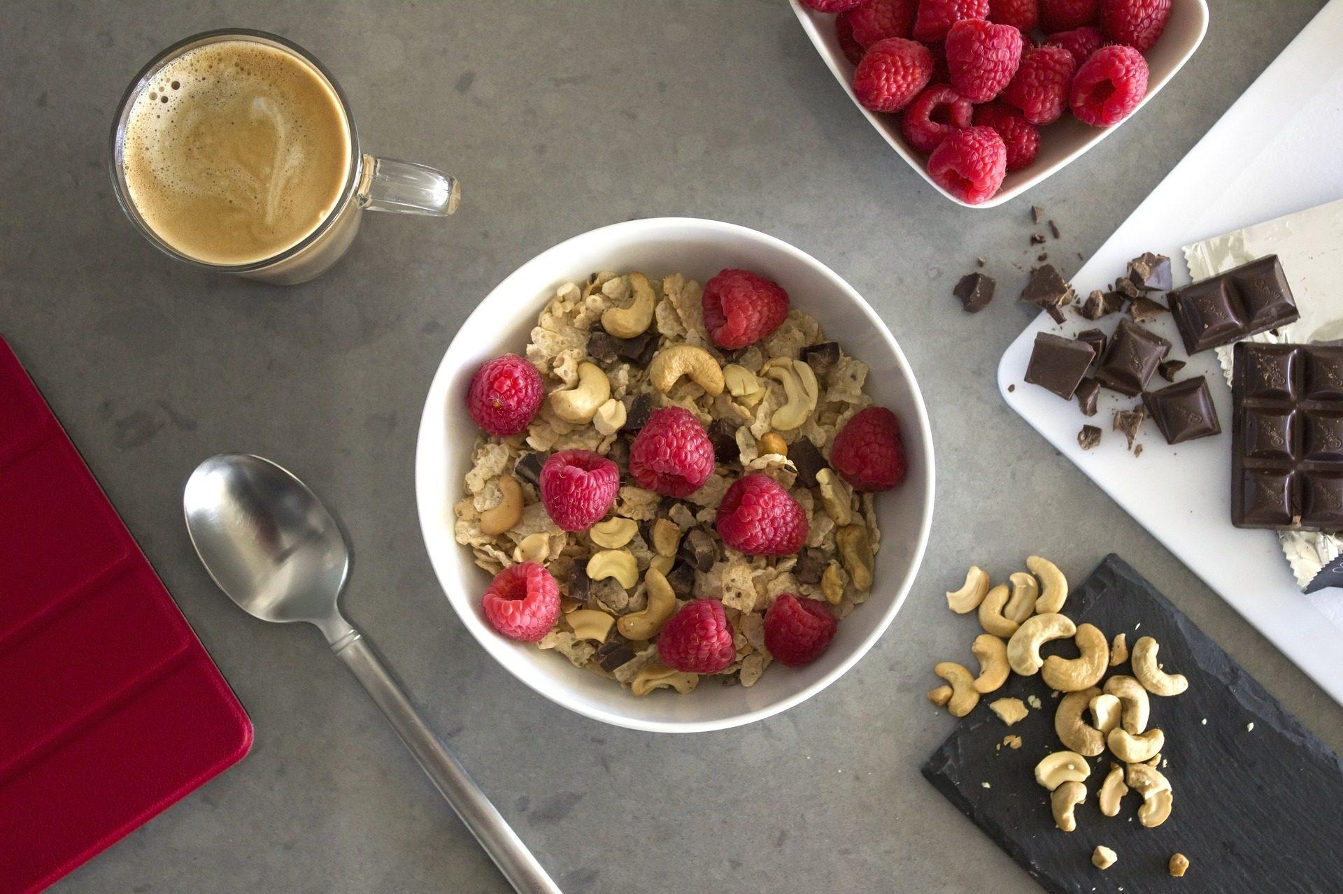 谷物, anacardos, 浆果, 巧克力, 咖啡, 早餐 - 高清壁纸 - 教授-falken.com
