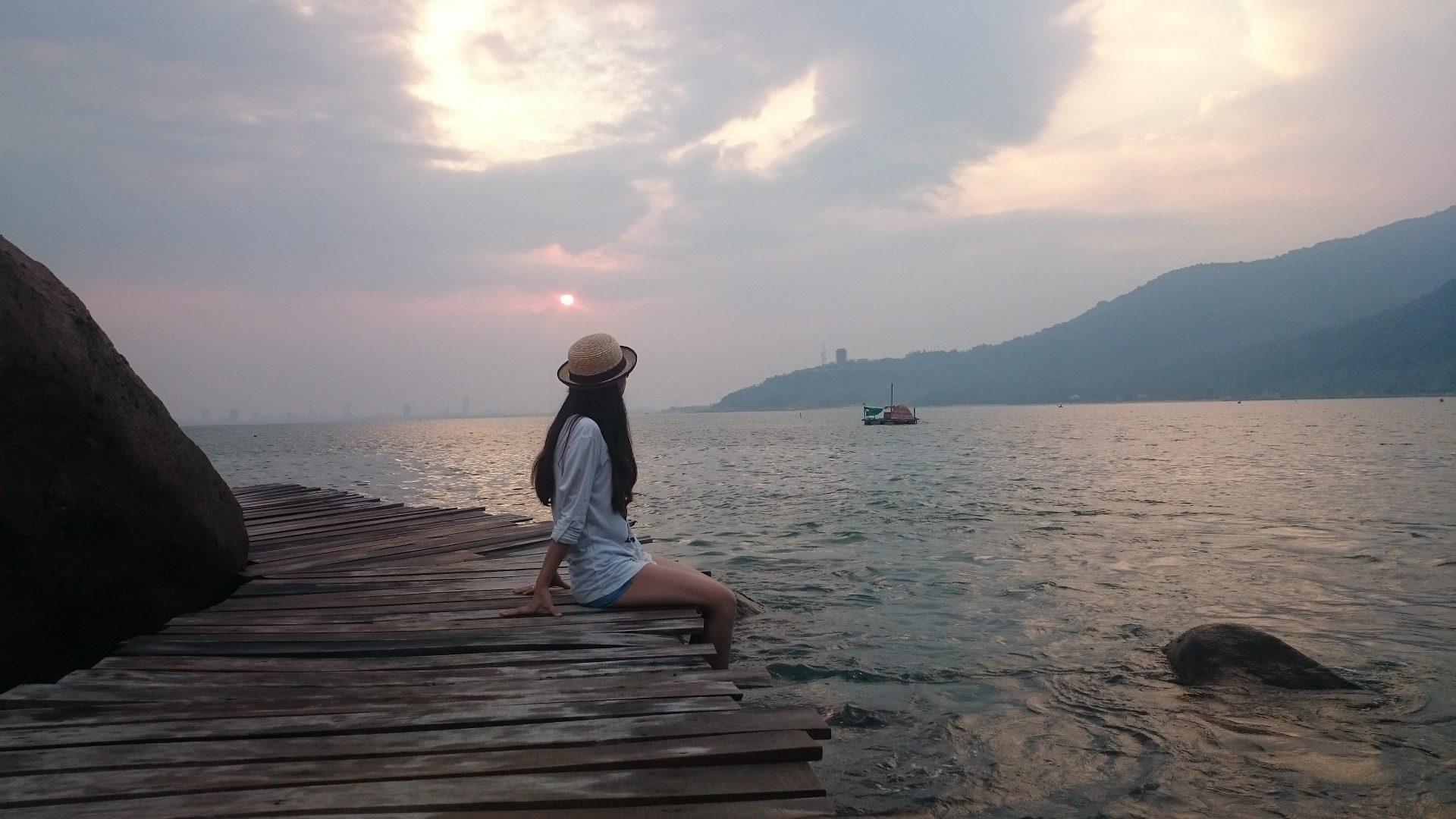 jeune fille, femme, Mer, Coucher de soleil, se détendre, eau, Montañas - Fonds d'écran HD - Professor-falken.com