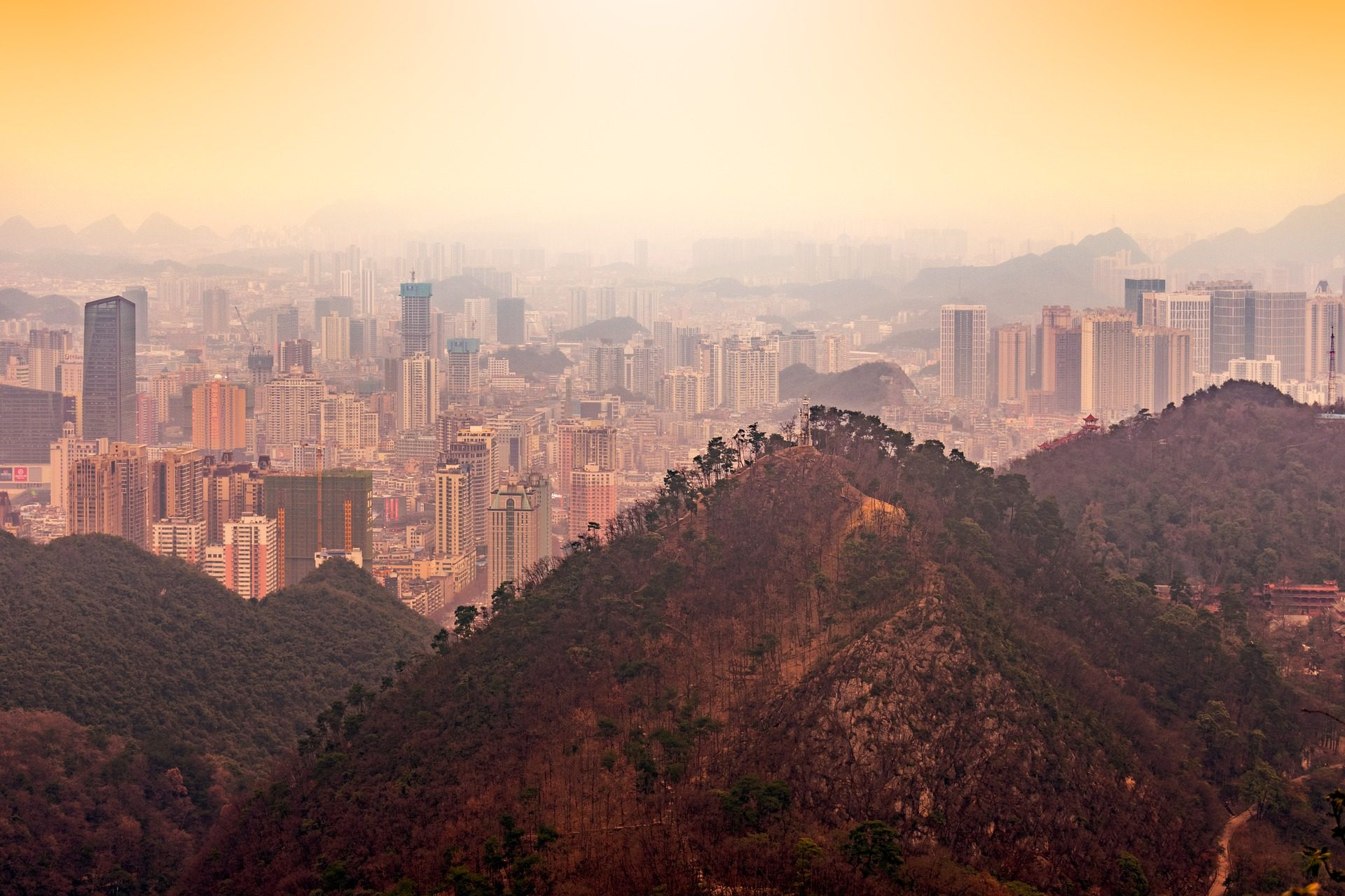 Cidade, edifícios, arranha-céu, montañas, árvores, Guiyang - Papéis de parede HD - Professor-falken.com