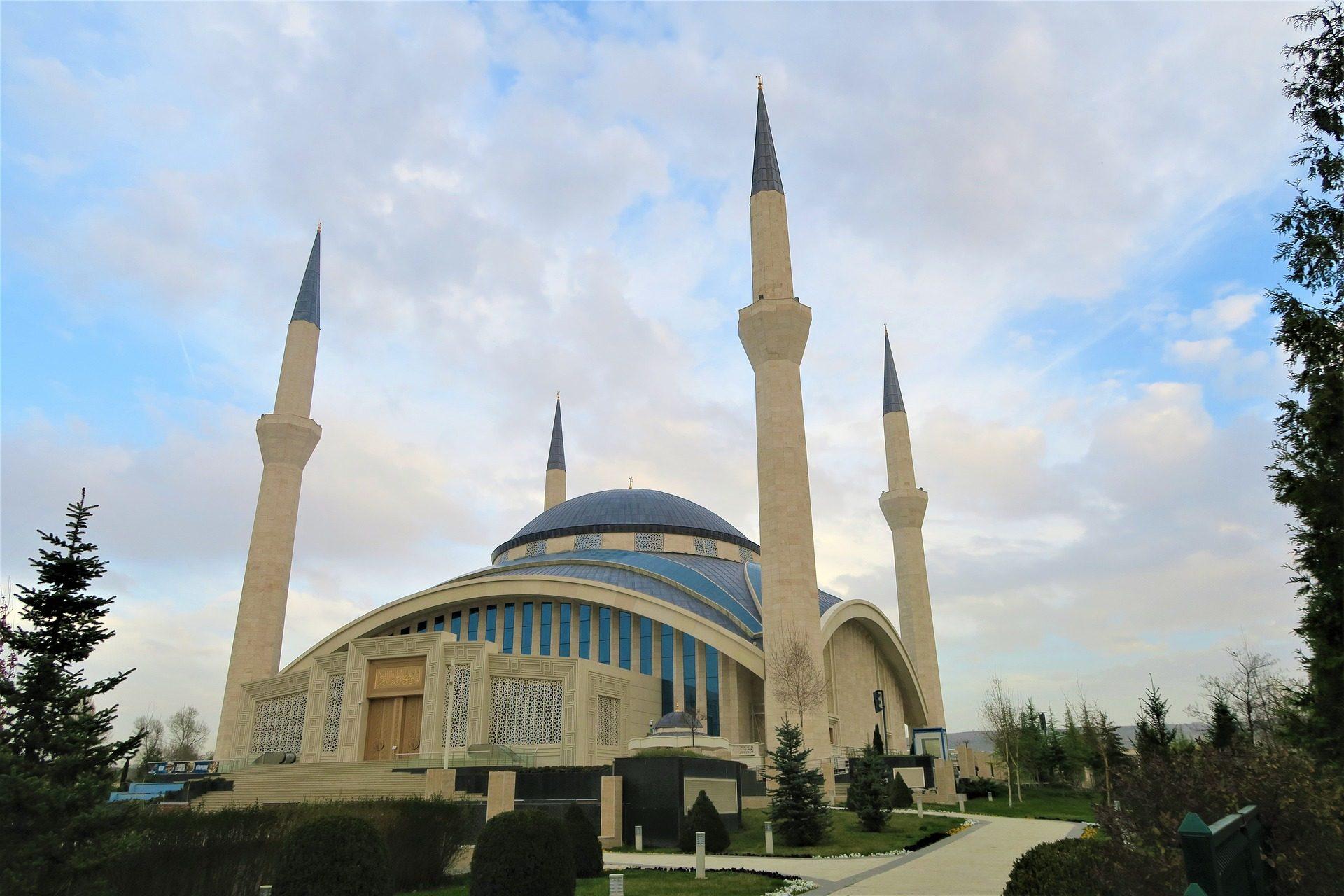 Kirche, Gebäude, Architektur, Torres, Religion, Minarett - Wallpaper HD - Prof.-falken.com