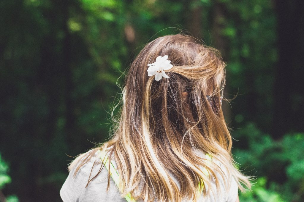 mujer, pelo, cabello, peinado, flor, bosque, 1805102004