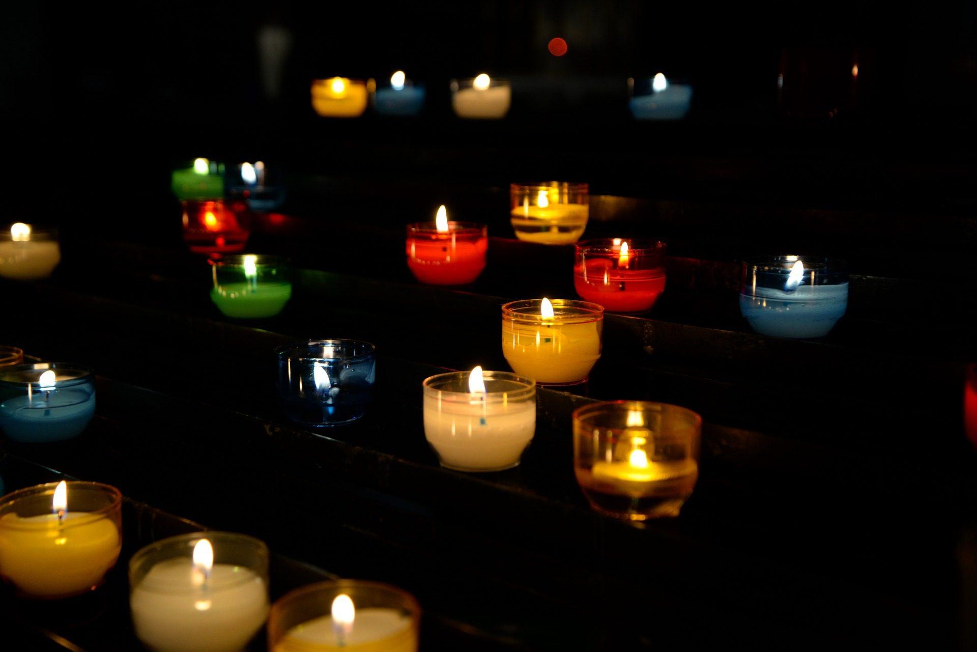 chandelles, flammes, lumières, ténèbres, coloré - Fonds d'écran HD - Professor-falken.com